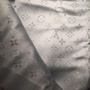 Louis vuitton silk monogram scarf